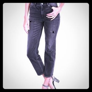 NWT Straight Cropped Distressed Jeans